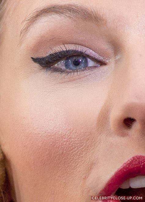 Taylor Swift Eye Make Up Winged Eyeliner For Grammys Close Up