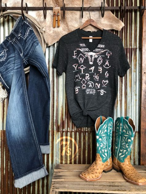 Western Outfits Women, Cowgirl Style Outfits, Country Style Outfits, Southern Outfits, Rodeo Outfits, Country Wear, Country Girl Style, Country Dresses, Western Wear For Women