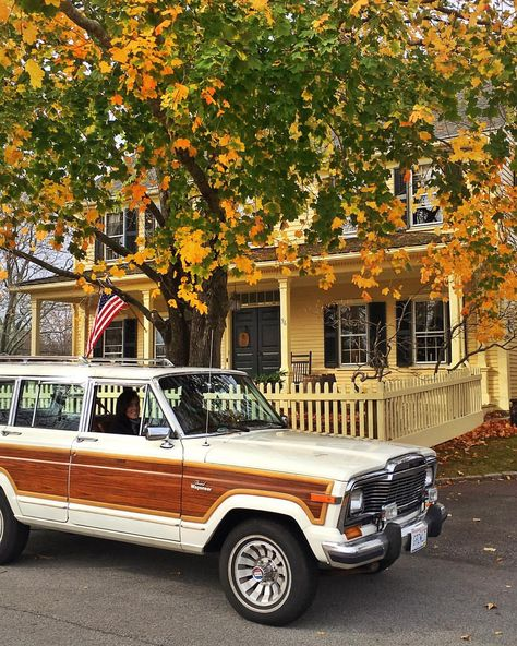 Driving around in the family truckster to look at leaves. Vintage Jeep, Old Vintage Cars, Vintage Trucks, My Dream Car, Dream Cars, Dream Life, Woody Wagon, Jeep Wagoneer, Cute Cars