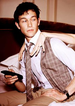 Joseph Gordon-Levitt. I love him he looks all cute and innocent and ya just want to take advantage of him