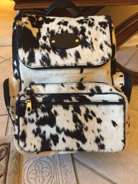 This custom cowhide leather duffle bag is handcrafted using real hair on hide and premium zipper great for over night bag or overhead compartment. Fur Backpack, Leather Laptop Backpack, Leather Crossbody, Cowhide Bag, Cowhide Leather, Leather Hides, Cow Skin, Cow Hide, Leather Handbags