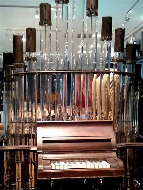 Le Pyrophone Est Un Instrument Ressemblant A Un Orgue Dont Les Tuyaux En Verre Sont Mis En Vibration Par Des Flamme Instrument De Musique Instruments Hydrogene