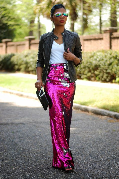 30 ways how to wear sequin skirt outfit: Moto jackets aren't only for pairing with jeans or faux leather pants. Add an edgy touch to a shimmery maxi skirt with a black moto jacket layered over a v-neck tee. Paillette Rock Outfit, Sequin Skirt Outfit, Sequin Maxi, Dress Skirt, Maxi Skirts, Long Sequin Skirt, Sparkly Skirt, Pink Sequin Dress, Pink Sparkly