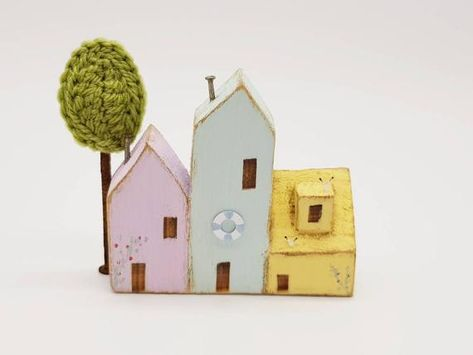 ❤ Welcome to B-spoque ❤  Coastal little wooden houses that evokes memories of happy holidays by the sea. This nautical folk art row of seaside village houses with little accents of seagulls, crocheted tree, life ring & rose cottage. Makes it perfect for adding the finishing touch to a holiday home,