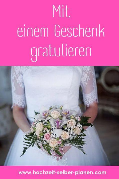 Mit Einem Geschenk Gratulieren Hochzeit Hochzeitsfeier Silberhochzeit