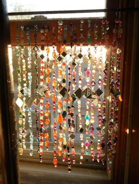 So much better and cheaper than a pair of blinds, beaded suncatcher curtains. Adds such lovely colours and light into a small or dark room! Cortinas Boho, Diy Home Decor, Room Decor, Wall Decor, Deco Nature, Beaded Curtains, Burlap Curtains, Bohemian Decor, Bohemian Curtains