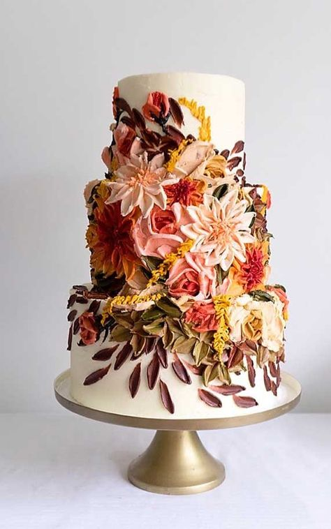 Just like bridal dresses, wedding cakes can also be trendy or obsolete. A traditional wedding cake is usually a white vanilla cake in towering stacked layers. However, we are onto year wedding cake trends are becoming more and more playful. Pretty Cakes, Beautiful Cakes, Amazing Cakes, Fall Wedding Cakes, Wedding Cake Designs, Wedding Themes, Wedding Colors, Contemporary Wedding Cakes, Foto Pastel