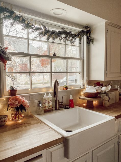 Gift guide for the essential oil lovers. Get my list of favorites to share with your friends and family this holiday season. of Holiday Oily Christmas Gift Guide Casa Top, Rustic Kitchen Design, Rustic Design, Kitchen Designs, Rustic Style, Sweet Home, Cuisines Design, Interior Design Tips, My New Room
