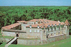 Chateau de Cazeneuve Region Aquitaine chateaux medievaux chateau fort Henri IV Reine Margot