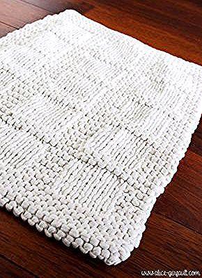Tapis De Bain Tricote Avec Du Trapilho Diy Par In 2020 Diy Sewing Clothes Textile Recycling Diy Sewing