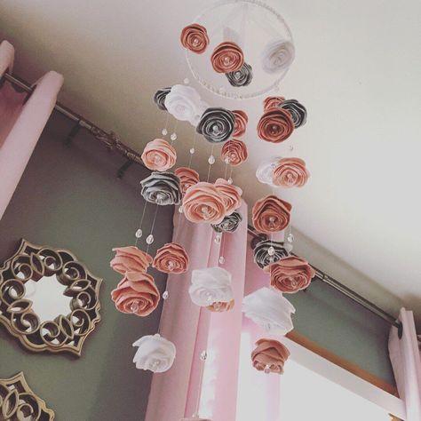 Baby Girl Nursery Room İdeas 850547079613180890 - Source by victoriashuuya Felt Roses, Felt Flowers, Diy Flowers, Do It Yourself Baby, Flower Mobile, Nursery Room, Rose Nursery, Flower Nursery, Nursery Decals Girl