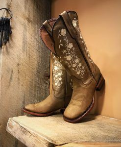 Women S Floral Embroidery Cowgirl Square Toe Boots Tan El Potrerito Cowgirl Boots Outfit Cute Cowgirl Boots Cowgirl Boots Square Toed