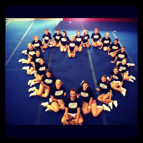 i wanna picture like this with our cheer squad at our last game (: