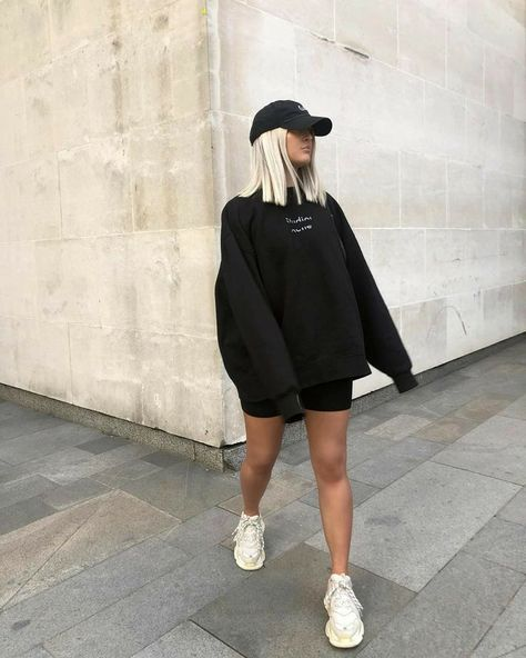 (no text)(no text) Cute Lazy Outfits, Edgy Outfits, Mode Outfits, Retro Outfits, Girl Outfits, Short Hair Fashion Outfits, Basic Outfits, Winter Fashion Outfits, Mode Instagram