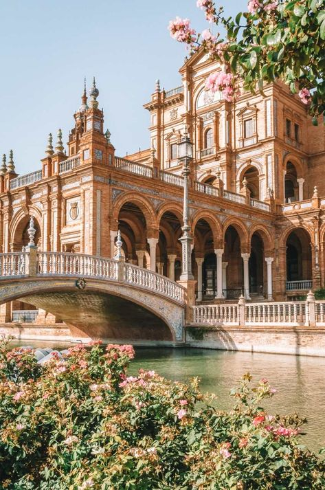 11 besten Aktivitäten in Sevilla, Spanien Top 11 things to do in Seville, Spain Places To Travel, Places To Go, Travel Destinations, Travel Things, Holiday Destinations, Africa Destinations, Beautiful Architecture, Baroque Architecture, Ancient Architecture