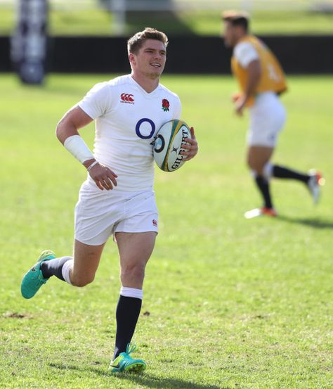 Ben Youngs and Owen Farrell of England