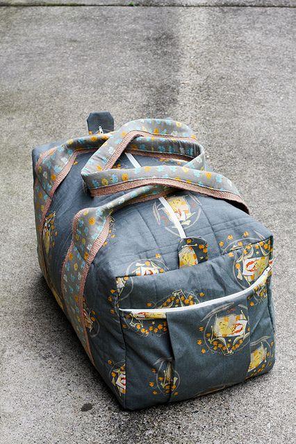 tutorial for the duffle simplicity 2274 pattern Duffle Bag Patterns, Bag Patterns To Sew, Sewing Patterns, Sacs Tote Bags, Duffel Bags, Sac Week End, Diy Sac, Duffle Bag Travel, Diy Duffle Bag