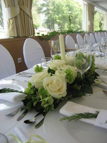 Blumengesteck Mit Kerze Blumengestecke Hochzeit Tischgestecke Hochzeit Hochzeit Deko Tisch