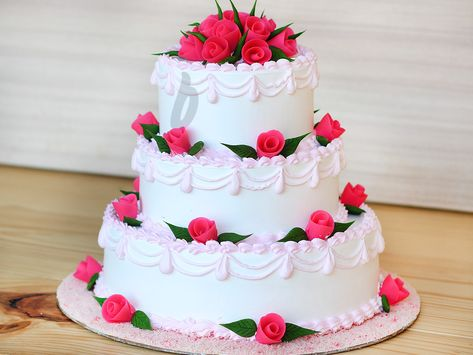Sweetsmith Is India S First Dessert Boutique And Restaurants In Andheri Mumbai Where Pro Tiered Cakes Birthday Strawberry Birthday Cake Happy Birthday Cakes