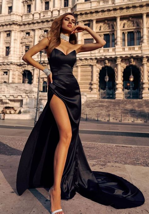 The brides deserve to look like princesses during official and religious ceremonies. Here are Fab After-Party Dress ideas for our fabulous brides of Pretty Prom Dresses, Elegant Dresses, Cute Dresses, Beautiful Dresses, Formal Dresses, Gold Prom Dresses, Black Evening Dresses, Evening Gowns, Mode Kpop