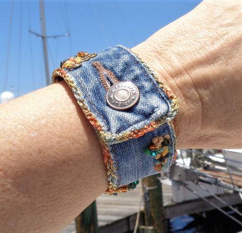 Bracelet Denim, Fabric Bracelets, Fabric Jewelry, Cuff Bracelets, Jean Crafts, Denim Crafts, Artisanats Denim, Denim Purse, Jean Diy
