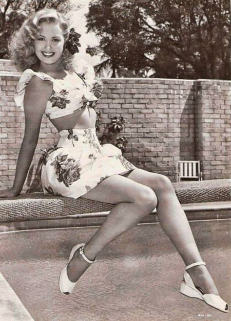 1940s pretty lady in her summer set. I wish we still dressed like this... More
