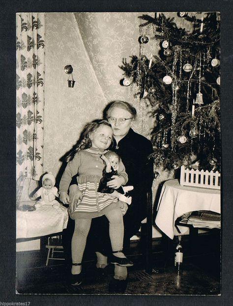 Photo vintage Foto Mädchen Weihnachten Puppe girl christmas doll fille noel /56  in Antiquitäten & Kunst, Fotografie & Fotokunst, 1940-1970, Personen & Porträts | eBay