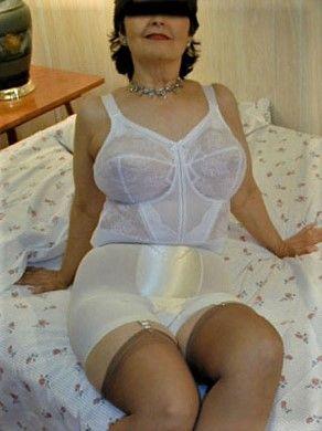 lady dee girdlequeen