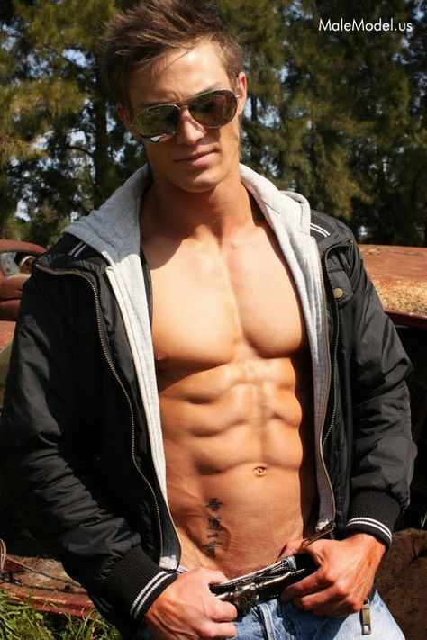 Aesthetic MuscleS - Bodybuilding at its Best: Sebastian