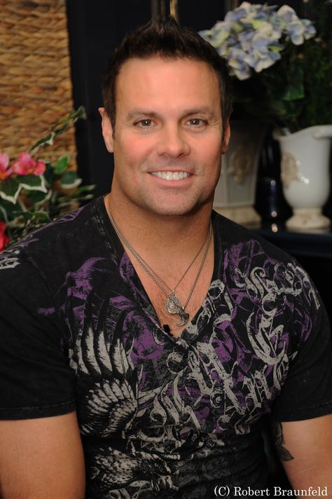 Troy Gentry of country music duo Montgomery Gentry joined Profiles TV show, click to learn more about him and the band in our exclusive interview!