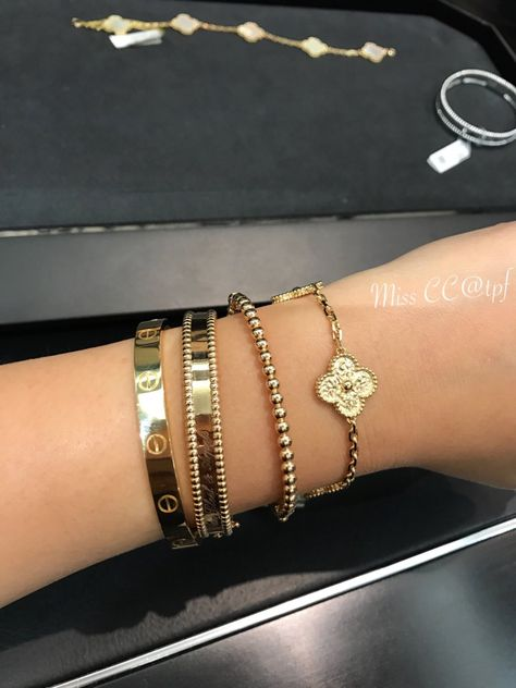 Show your VCA arm party! Cartier Bracelet, Cartier Jewelry, Cute Jewelry, Gold Jewelry, Jewlery, Bad And Bougie, Gold Everything, Arm Party, Bangles