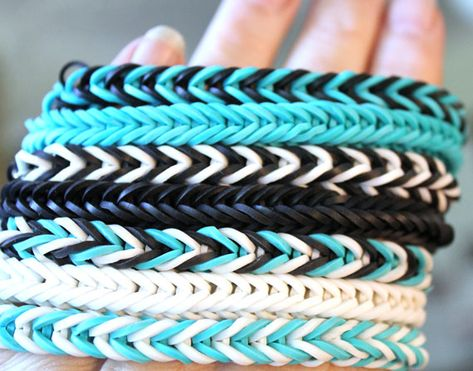 Rubber bracelets are among the most creative DIY projects Fishtail Loom Bracelet, Loom Band Bracelets, Rubber Band Bracelet, Rubber Bracelets, Loom Band Patterns, Rainbow Loom Patterns, Rainbow Loom Creations, Rainbow Loom Bracelets Easy, Rainbow Loom Charms