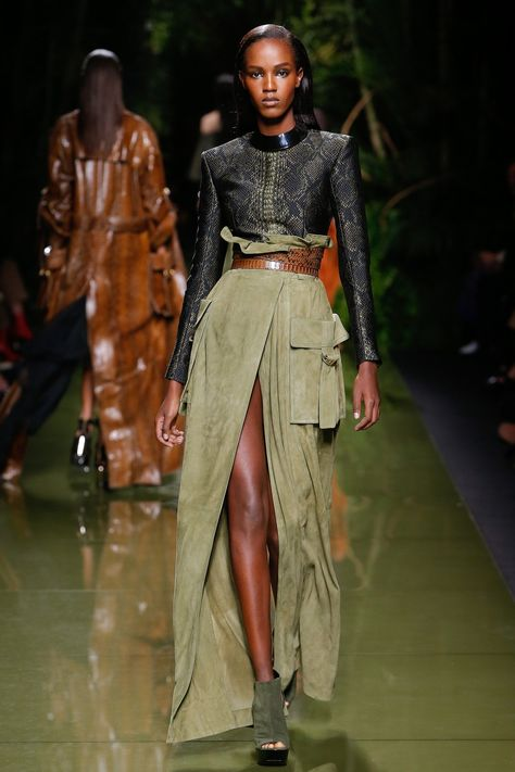 The complete Balmain Spring 2017 Ready-to-Wear fashion show now on Vogue Runway.