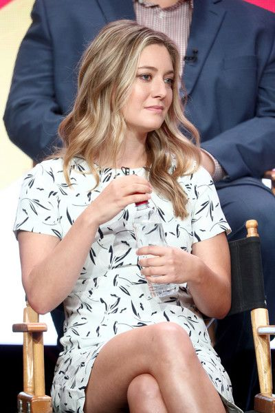 Zoe Perry Young Sheldon S Mother Female Images Female