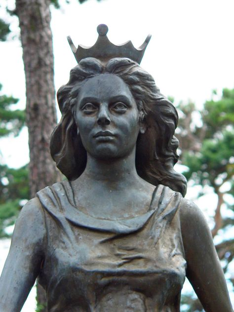 Jurata (Yoo-rah-tuh) is the beautiful Lithuanian Sea Goddess, the Goddess of the Baltic; Her name means sea. She lives under the sea in a splendid palace at the bottom of the Baltic which is made of amber...polished to look like gold. She is said to have the appear to others as a mermaid. http://reclaimingthedarkgoddess.blogspot.com.au/2010/07/jurata.html