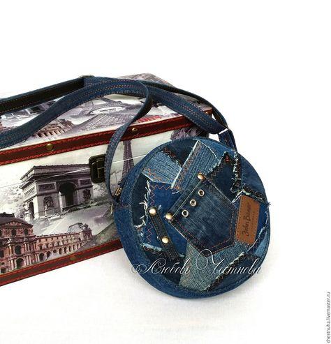 ce471e83cf81 Сумка-таблетка джинсовая женская Geometry - купить или заказать в интернет- магазине на Ярмарке Мастеров - CD81PRU. Кострома | Небольшая круглая сумка-  ...