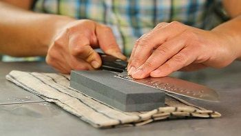 How To Use A Sharpening Stone Effectively Step By Step Guide Just Machete Kitchen Knives Knife Sharpening Sharpening Stone