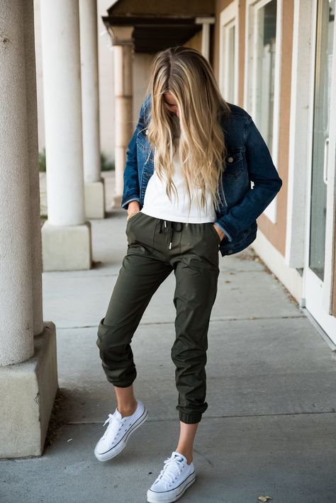 DT Magic Mid-weight Joggers in Moss Green - XXS