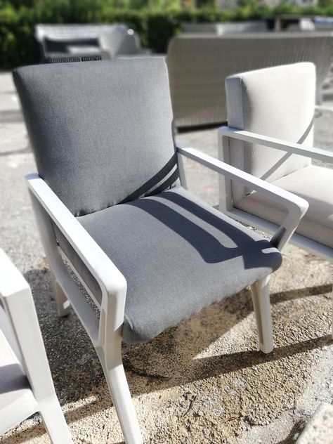 Design Stoelen Outlet.Tuinmeubelen Schaduwdoeken Pergola S Tafels Stoelen Lounge