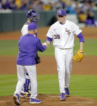 No 19 Texas Punched Lsu In The Mouth To End Lsu S Undefeated Start Lsu Lsu Baseball Josh Smith
