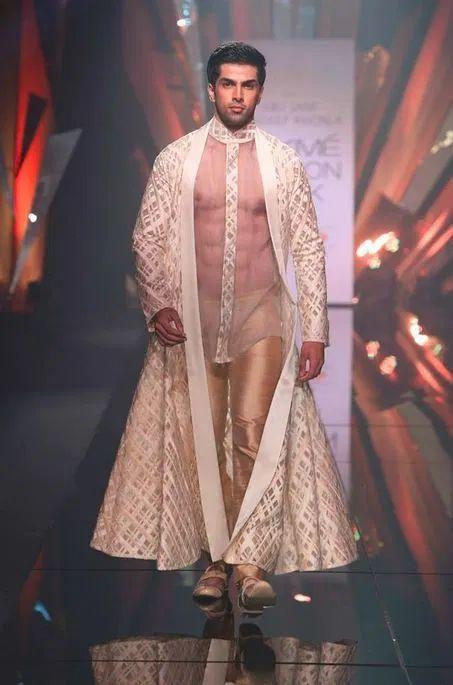 "global-fashions: "" Abu Jani Sandeep Khosla - Lakme Fashion Week LFW started off with a bang, one of my favorite fashion weeks! Indian Men Fashion, High Fashion, Fashion Show, Mens Fashion, Bcbg, Lakme Fashion Week, Fashion Week 2015, Fashion Weeks, Provocateur"