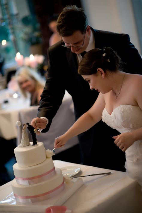 Hochzeitstorte Anschneiden Bild 2 Hochzeit Kathrin Bernd Pinterest