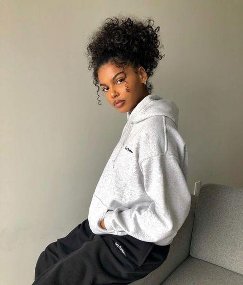 Black Girl Aesthetic, Aesthetic Hair, White Aesthetic, Black Girls Hairstyles, Cute Hairstyles, Side Curly Hairstyles, Evening Hairstyles, Girls Natural Hairstyles, School Hairstyles