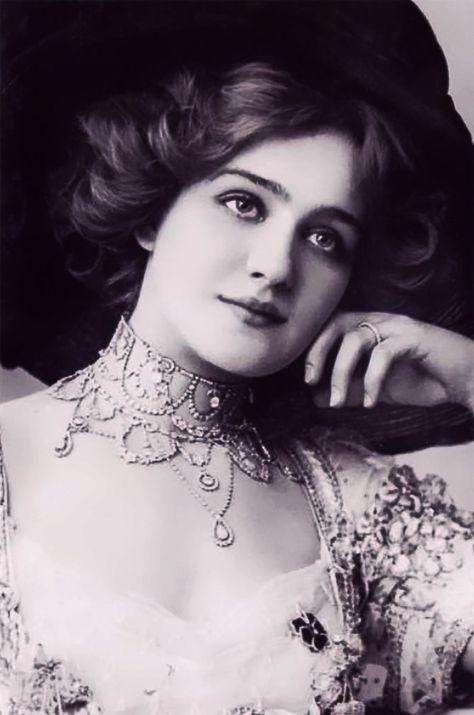 15 des plus belles femmes de 1900