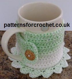 Free crochet pattern for coaster mug cosy from http://patternsforcrochet.co.uk/coaster-mug-cosy-usa.html #crochet