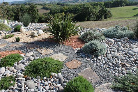 Jardin Mineral Ou La Pierre Au Service Du Vegetal En 2020 Jardin