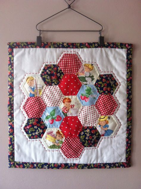 EPP Hexie Mini Quilt (colorful hexies on white background) Cute Quilts, Small Quilts, Mini Quilts, Hanging Quilts, Quilted Wall Hangings, Quilting Projects, Quilting Designs, Hexagon Patchwork, Hexagon Quilting