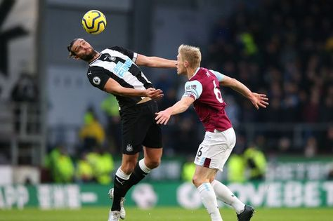 Burnley 1 Newcastle 0 in Dec 2019 at Turf Moor. Andy Carroll stretches for the ball watched by Ben Mee #Prem