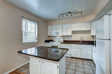 14092 Geraldine Ct Woodbridge Va 22193 3 Bedrooms 2 Full Baths Virginia Homes Updated Kitchen New Carpet