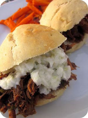 Balsamic Honey Pulled Pork Sliders #Slowcooker #Dinner #Recipe